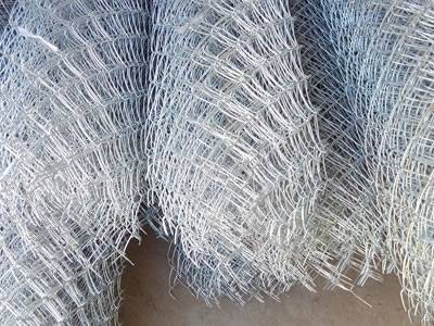 Galvanized chain link fence wire diameter 05 4 mm many rolls of chain link fence are placed together greentooth Image collections