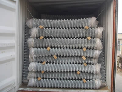 Galvanized chain link rolls are placed orderly in container, with two wooden sticks between two layers, it can prevent scratches or crush.